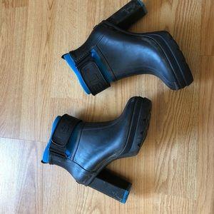 Sorel booties black heels waterproof heels sz:9